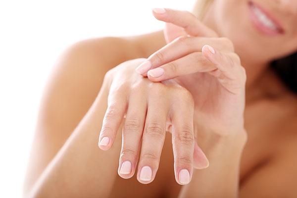 Manos. Relleno del dorso de las manos y manchas